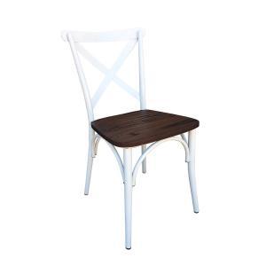 Silla metálica con asiento de madera